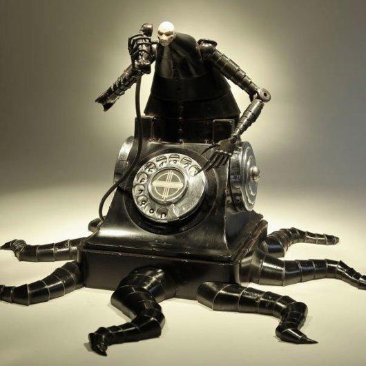 escultura-bio-mecanica-operadora-telefono-pulpo-Greg-Brotherton
