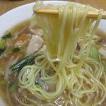横浜あんかけラーメン(生碼麺、あけぼの=マルハニチロ)は冷凍食品ながら野菜たっぷりの具ととろみスープに卵麺
