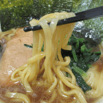 銘店伝説横浜ラーメン吉村家(アイランド食品)は家系総本山の味濃厚豚骨醤油スープ鶏油の甘味極太ストレート麺再現