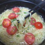 サッポロ一番グリーンプレミアムごま油香る塩らーめん(サンヨー食品)はチキンエキス香味野菜などの塩味スープ
