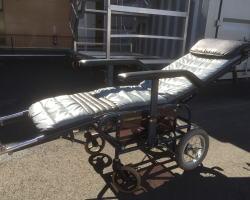 リクライニグ車椅子