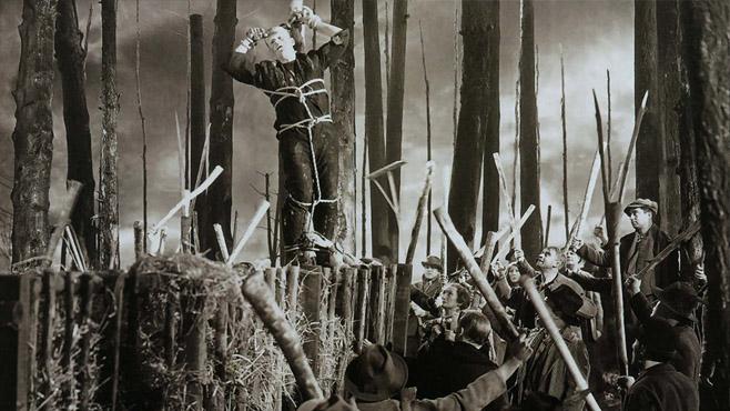 Frankenstein-perseguido-atrapado-crucifixión