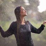 Por qué nos enfermamos al mojarnos en la lluvia y no en la ducha