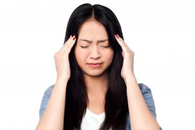 緊張型頭痛 締め付けられる