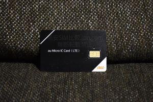 UQmobileのSIMカード アップ画像表面