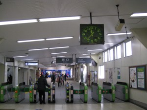 JR鶴見駅西口改札