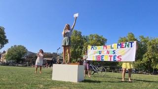 ANNECY pour NOS LIBERTÉS 13.09.20 Manifestation – Ma dédicace aux médias de papier… et danse !