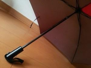 子供に持たせる折り畳み傘、見て買うなら一度広げてみて