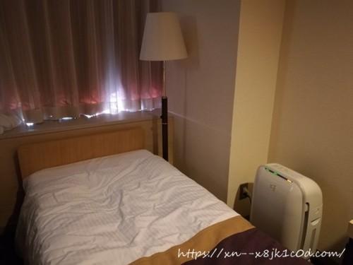 ベッドの近くに加湿器