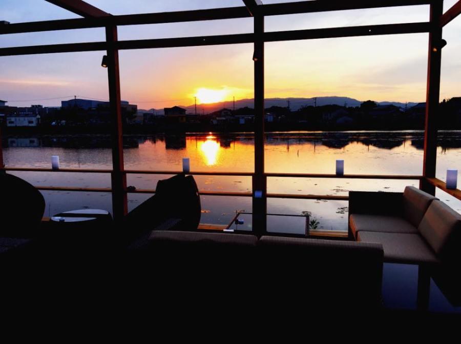 テラスで溜川の景色を楽しみながらBBQ♪