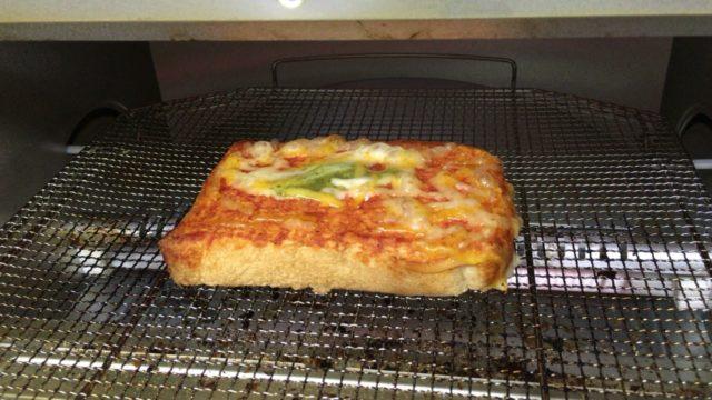 ピザトーストを焼く