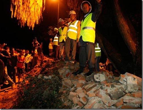 British_Embassy_fallen_wall_earthquake