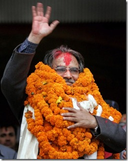 parchanda_welcomed_by_people_in_a_program