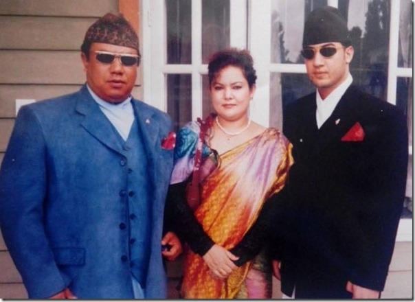 suman singh with his sister and sister in law