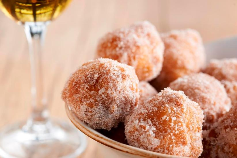 apple-fritters-with-cinnamon-sugar-and-caramel