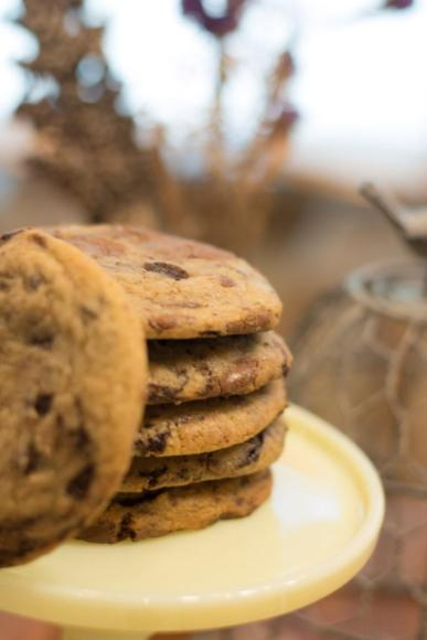 Chocolate_chip_cookie_1