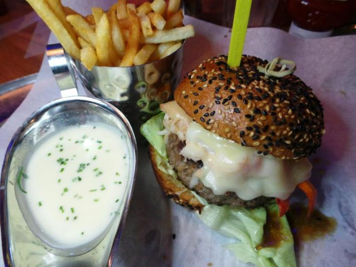 Burger and Lobster Bryant Park NYC xojohn (25)