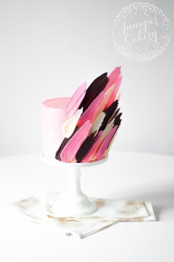 Napoleon Brushstroke cake ideas trendy cakes for beginner bakers. I love decorating cakes and this new brushstroke trend is so cool! These cake ideas are genius and so easy to make for beginner bakers! It so simple to decorate these cakes! Very cool technique! Saving for later!