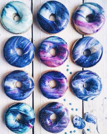 16 Easy Homemade Donut Recipes - Who doesn't love donuts! Omg! I love having so many great recipes that are easy to make at home! These easy homemade donuts look so good! I love that they are cakey donuts, baked, donuts, and fried donuts included on this post. There is also recipes for all the glazing, icings and fillings. I can't wait to make all of them! Saving for later!