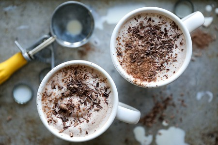 9 Delicious Hot CHocolate Recipes for Easy Entertaining: There is seriously nothing better than hot chocolate on a cold day! I really look forward to much cup of cocoa in front of a fire! I totally love that all these hot chocolate recipes are perfect for a holiday or Christmas party because you can use a crockpot for easy serving! The slow cooker makes it easy for entertaining! Pinning for later! Easy Hot Chocolate Recipes for Easy Entertaining this Christmas