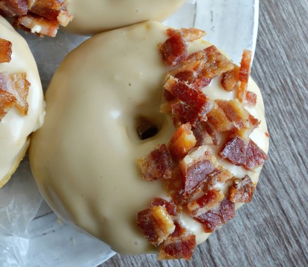 How to Make Male Bacon Donuts. 16 Easy Homemade Donut Recipes- Who doesn't love donuts! Omg! I love having so many great recipes that are easy to make at home! These easy homemade donuts look so good! I love that they are cakey donuts, baked, donuts, and fried donuts included on this post. There is also recipes for all the glazing, icings and fillings. I can't wait to make all of them! Saving for later!
