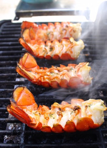 How to Make Delicious Low Carb Grilling Recipes This Summer! It's grilling season and that means lots of burgers and marinated meats! Go beyond the basic and make healthy low carb recipes on the grill this summer. The best part is you will never know these are low carb recipes! #lowcarb #grillingrecipes #ketorecipes