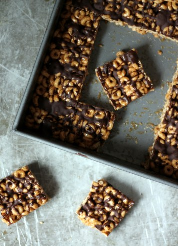 dark chocolate almond butter cheerio bars, No Bake Summer Dessert Recipes