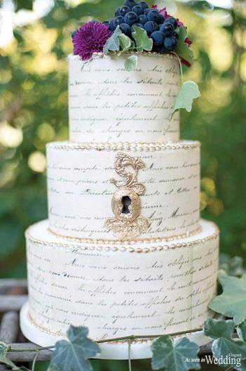 Golden Lock Script Cake | 10 Book Lover Wedding Cake Ideas