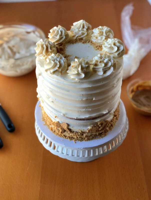 There's seriously nothing better than cookie butter! This easy cookie butter cake is a cinnamon-spiced cake with creamy cookie butter layers and silky smooth vanilla buttercream! Besides you can put it on everything like fruit, crackers, cookies and even cake! This homemade cookie butter cake is simple and irresistible! Recipe by #xokatierosario #cookiebuttercake #easycookiebutterrecipe #homemadecookiebuttercake