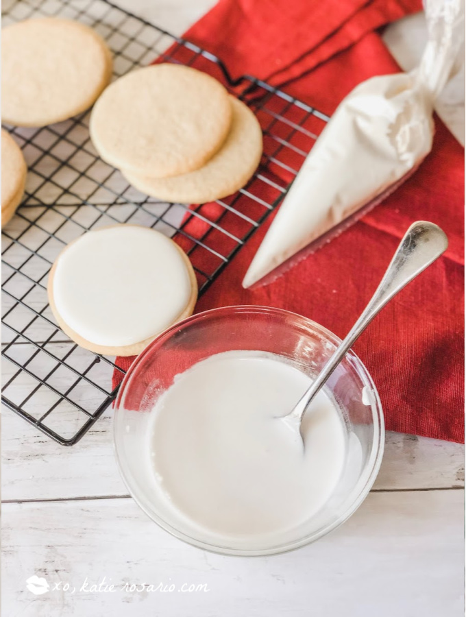 How to Make Royal Icing for Cookies and Cake: This is the BEST royal icing recipe! It is so easy with just 2 ingredients, I can make this anytime and I love that! I love this recipe because for bakers who love to decorate sugar cookies and cakes. Royal Icing is the best edible glue for cake decorating! For sure saving for later! #xokatierosario #royalicingrecipe #cookiedecorating #cakedecoratingtips