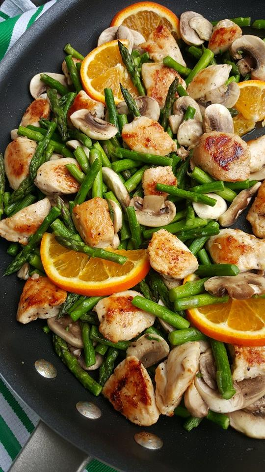 Orange Chicken Stir-Fry | Today we are looking at 16 clean eating dinners that'll take 30 minutes to make. It's nice to have some quick and easy clean eating recipes like these that you can refer back to. These healthy meals take 30 minutes so you can enjoy the rest of your night full and satisfied. #xokatierosario #cleaneatingdinnerrecipes #healthymeals #30minuterecipes