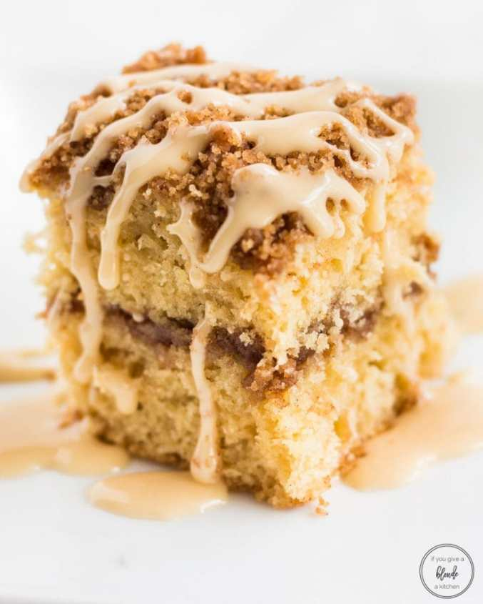 Irish Cream Coffee Cake | Bailey's Irish Cream is an Irish dairy cream drink with chocolate and Irish whiskey, it's become a staple on St. Patrick's Day. It's easy to use Irish cream in dessert recipes because of its chocolate cream flavors. Bailey's Irish cream desserts are simple and delicious! #xokatierosario #baileysirishcream #irishcream #stpatricksdaydesserts