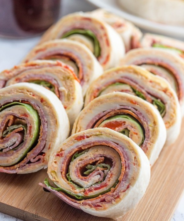 Italian Pinwheels | Looking for quick and refreshing picnic recipes? You must try these picnic recipes that are perfect for making ahead of time and eating outdoors. With these summer picnic recipes, all the work is done ahead of time, prepare these delicious recipes at home before storing them in a cooler to take with you. #xokatierosario #picnicrecipes #picnicfoodideas #outdoorentertaining