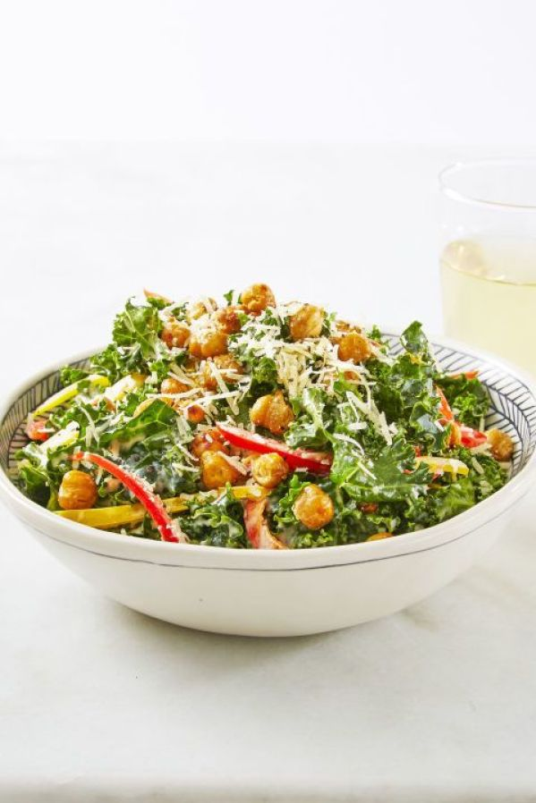 Crunchy Chickpea Kale Caesar | Looking for quick and refreshing picnic recipes? You must try these picnic recipes that are perfect for making ahead of time and eating outdoors. With these summer picnic recipes, all the work is done ahead of time, prepare these delicious recipes at home before storing them in a cooler to take with you. #xokatierosario #picnicrecipes #picnicfoodideas #outdoorentertaining