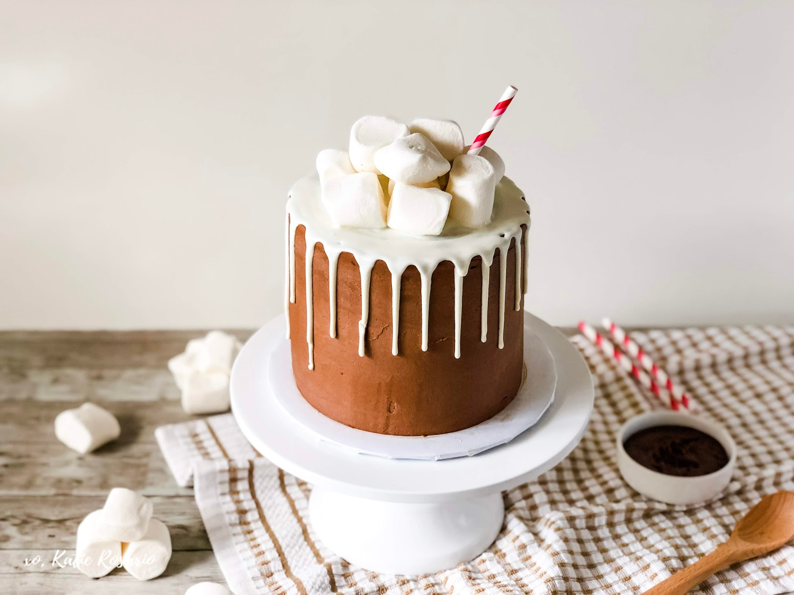 Looking for a tasty christmas cake this holiday season? The dark chocolate cake is light and fluffy and it's not too sweet which makes for the perfect balance with the nutella buttercream and marshmallow fluff. With all these ingredients, layered together this rich and decadent cake tastes just like a cup of hot chocolate. Serve your holiday guests a piece of this cake with a nicely lit fire for the perfect winter night! #xokatierosario #nutellacakerecipe #hotchocolatecake #christmascakeideas
