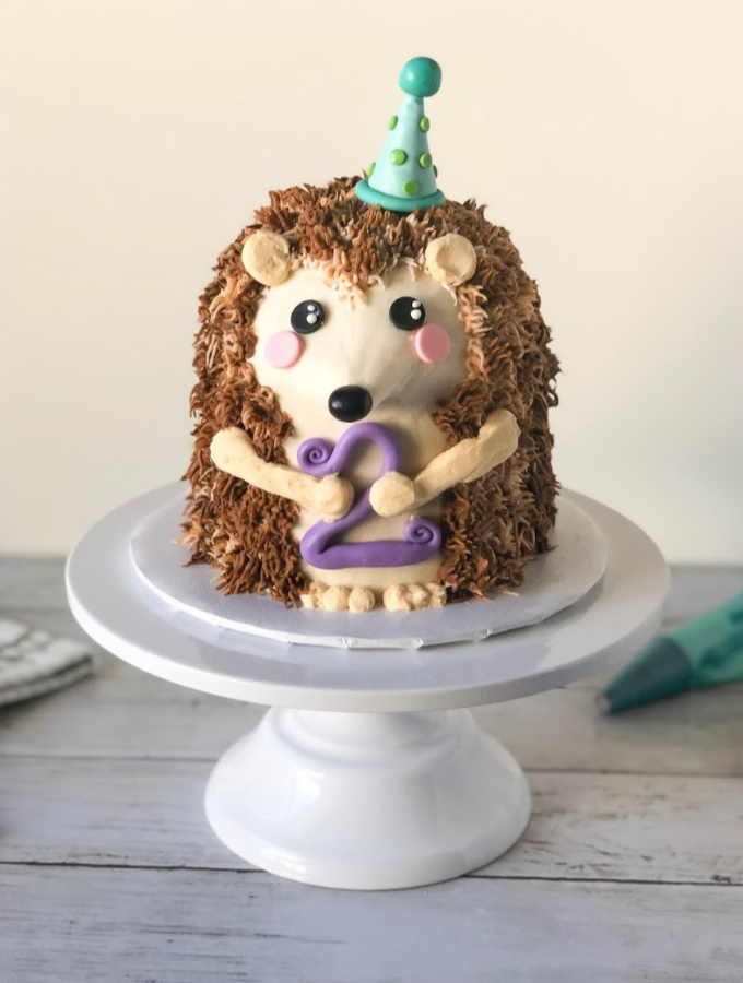 Looking for easy and fun animal cake tutorials? These animal cakes are simply adorable and perfect for newbies! Turning these favorite animals into buttercream cakes has become a serious obsession! These animal cakes tutorials are packed full of recipes, tools, and tips for success as well as actionable steps so you can recreate these cake creations at home. #xokatierosario #animalcakes #animalbuttercreamcakes #buttercreamcakes #cakedecoratingtips