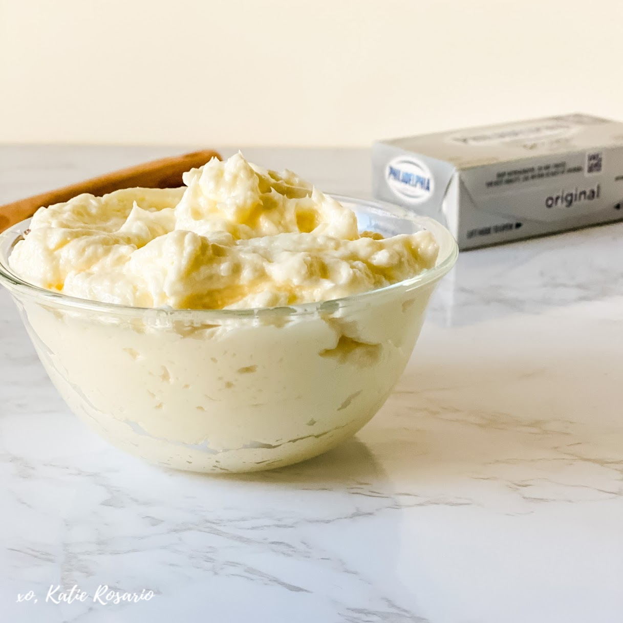 How to make five different flavor variations like chocolate, strawberry, cream cheese, lemon, and Irish cream! Looking for a tried and true frosting recipe that will impress your friends and family? This Swiss Meringue Buttercream is a light and fluffy frosting that is beyond creamy and always a crowd-pleaser. #xokatierosario #swissmeringuebuttercream #easyfrostingrecipe #swissmeringue #cakedecoratingtips