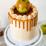 Learn how to make this insanely delicious Caramel Apple Cake. Kick-off apple season with this delicious Caramel Apple Cake! A caramel cake made with apple pie filling, paired with caramel buttercream and caramel drizzle. This Caramel Apple Cake has a beautiful balance of sweet, salty, and full of warm fall spices. #xokatierosario #katierosariocakes #cakedecoratingtips #caramelapple #thanksgivingcake