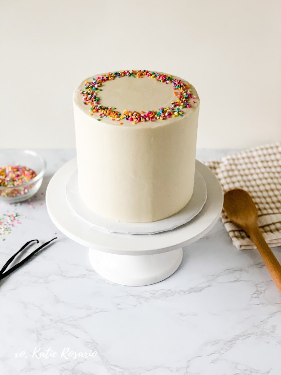 This is the more popular question for beginner bakers: How do you get smooth buttercream on your cakes? These tips will help you frost those silky smooth sides on your cake. Learn how to make your buttercream nice and smooth before decorating your cakes. #xokatierosario #katierosariocakes #cakedecoratingtips #smoothbuttercream #frostingtips
