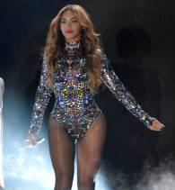 beyonce-mtv-video-music-awards-vmas-2014-performance-orig-getty(1)__iphone_640