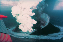 Surtsey_eruption_1963.jpg