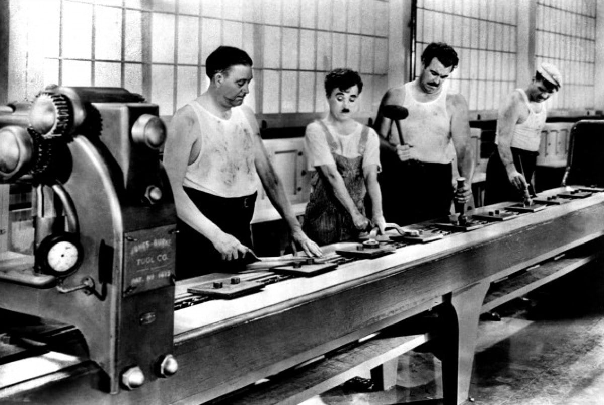 1936, 3 hommes travailant à la chaine