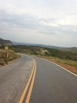 Estrada cruzando o Monumento Natural
