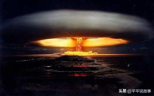 不顾集会禁令街头抗议升级,泰国国王返回曼谷,一场危机已经来临