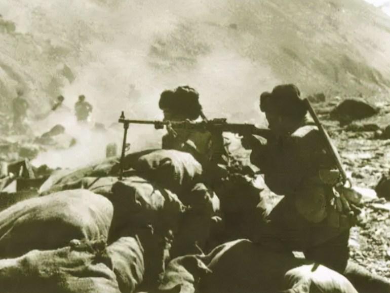 台岛客机刚刚起飞机舱警报大作,美军加油机机腹高速穿越,危险行径令人担忧