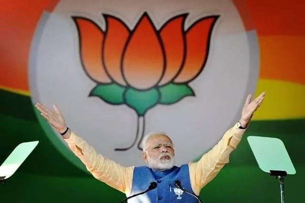 日本扬言武力压服中国绝非吹牛!召来美法军队东海演习,耀武扬威