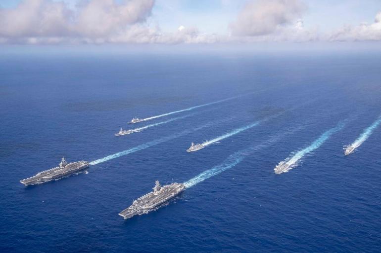 五一黄金周,澳门游客爆满,香港街头却空荡荡,菲佣排起香港史上最长的核检队伍,最长6个小时才能做到检测