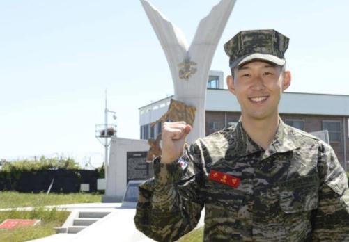 美军F-35在南海接触解放军战机,从武器等方面看双方都隐藏了实力