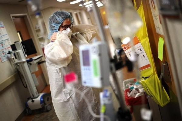 长见识了,跟踪055大驱舰队竟是海岸警卫队的船,美海军又出洋相