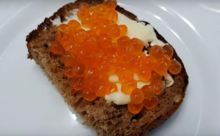 Koteletter fra kaviar crucian, stekt i en panne